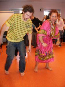 """Beth Firmino (2010), """"Workshop de Cultura Brasileira"""", realizado en el Instituto Iberystyka, de la Universidad de Varsovia, Polonia."""